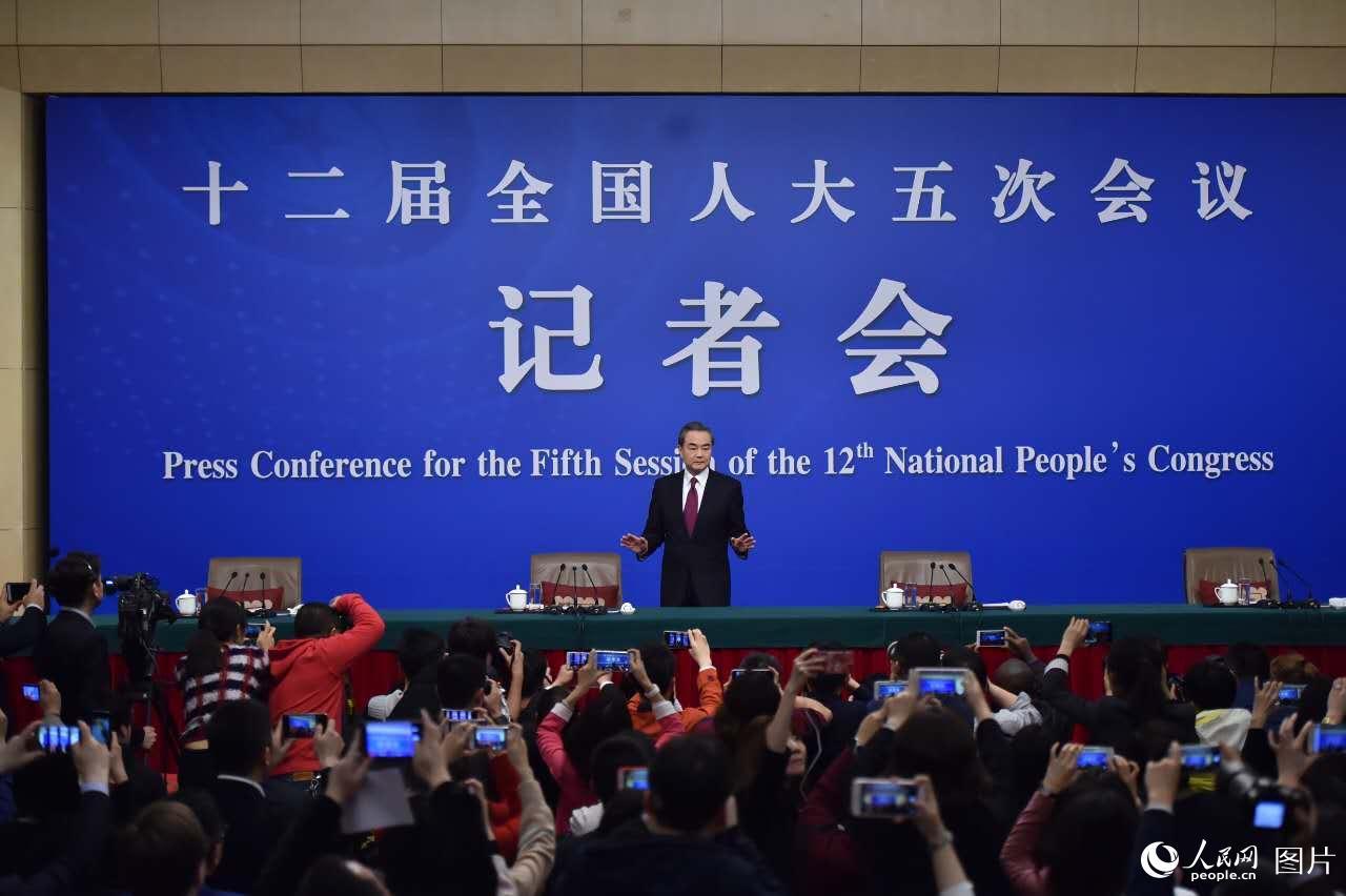 王毅:拥核不会安全 动武非出路 和平有希望