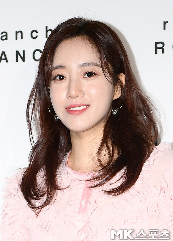 T-ara咸恩静亮相首尔时装周 状态在线仙气满满【组图】
