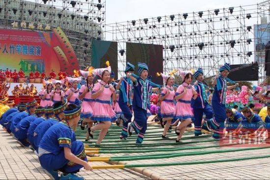 壮族竹竿舞传承人讲述千人竹竿舞背后的故事(组图)