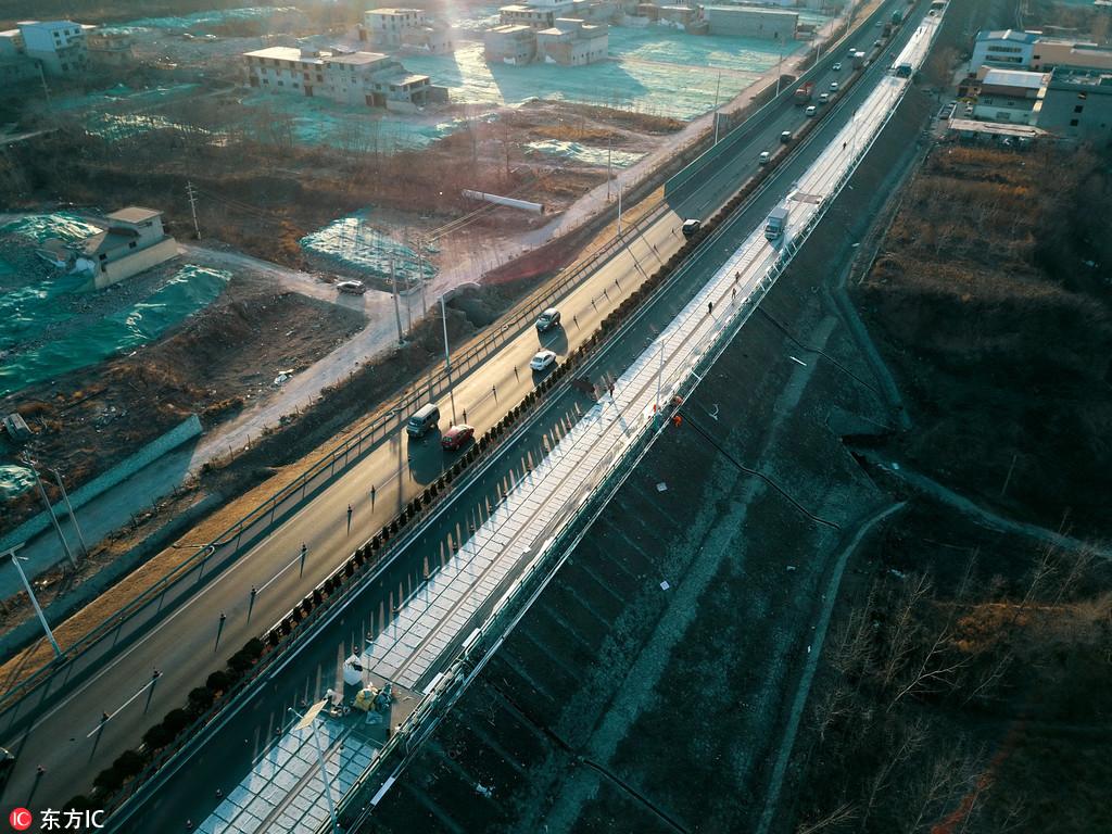香港赛马会论坛济南正建设全球首条光伏高速公路 年底竣工通车发电
