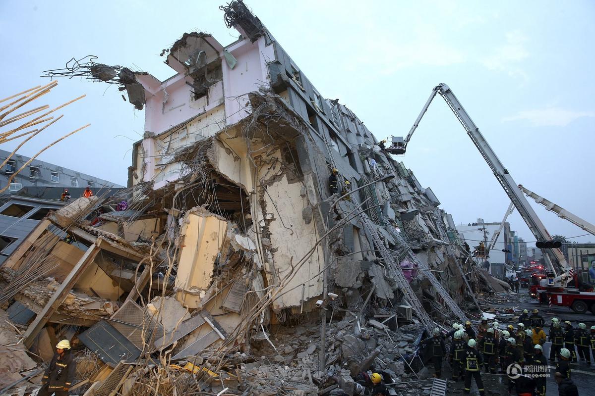 台湾高雄地震救援现场图